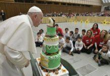 El Papa Francisco celebra con el Dispensario