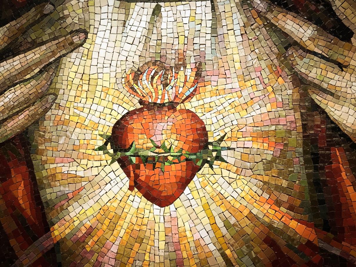 Es primer viernes del mes, reza esta oración al Sagrado Corazón de Jesús.  Viernes 3 de Enero de 2020 - Papaboys Español