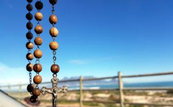 Las 5 gracias en familia para quienes rezan el rosario
