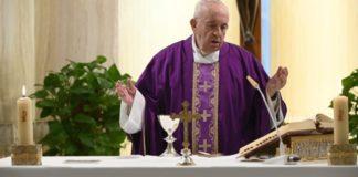 Este 29 de marzo, V Domingo de Cuaresma, en la Misa en Santa Marta, el Santo Padre rezó por los que sufren en este tiempo de aflicción.