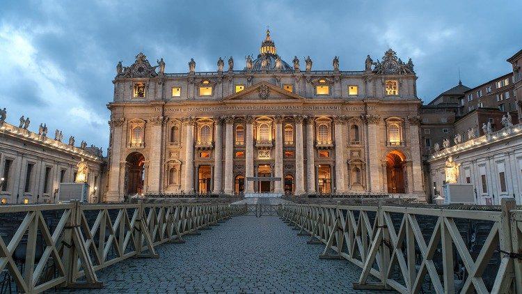 El Papa Francisco no preside los ritos de fin y principio de año debido a la ciática