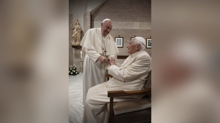 Coronavirus. La campaña anti covid en el Vaticano, vacunados el Papa y el emérito