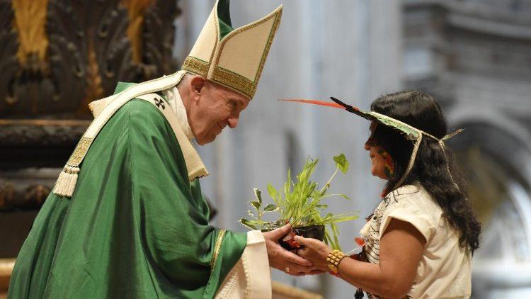 El Papa pide rezar  por las mujeres que son víctimas de la violencia